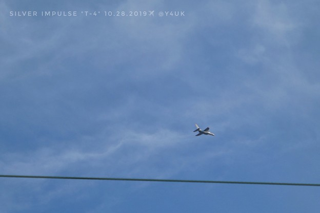 """10.28silver impulse""""T-4""""into the cable sky, top speed~灰色のブルーインパルスも凄く速かった!ピント青空と撮れてよかった電線(294mm:TZ85)"""