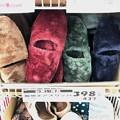 15:31_11.6旅先その1.買い物その1.ボアスリッパ☆Xmas colorsの様なカラフル陳列☆さて4色中どのカラーを購入したでしょう?数年前ここで購入~壊れて再び全く同じの購入しました☆1品目