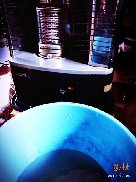 10.26冬支度ストーブ&床を雑巾でバケツ水拭き~冷たいが暑い日に動ける体の日に。冬が始まるよ~必要暖房☆無くてはならない心身守る冬越す生きるため今冬も掃除して準備。日本は暑さ寒さ対策に躰も出費も大変
