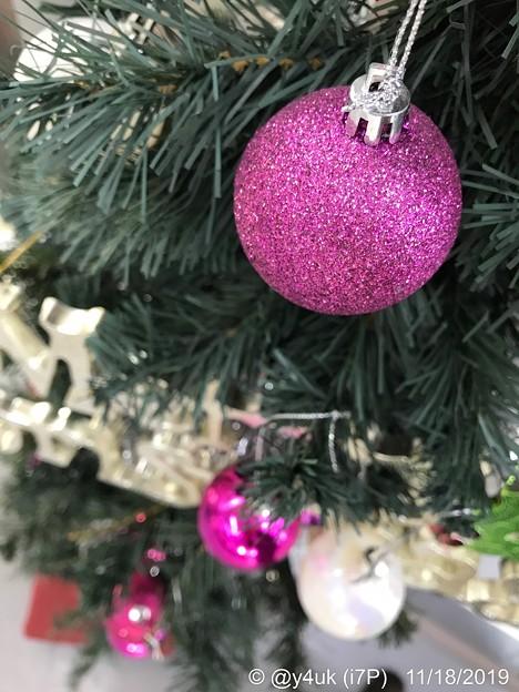 "Photos: 11.18_15:30旅先その6.""今年初のXmas Tree""Pink or Velvet color balls~この色のクリスマスツリーボール飾り意外と珍しい大人色◯(12.14ふたご座流星群)"