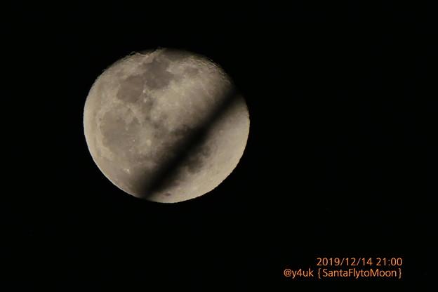 12.14_21:00Santa Fly to the moon~あれは強風の夜じゃった…寒い夜空を月を横切る未確認飛行物体HoHoHo♪言ってソリ乗ってたサンタ(1500mm/ISO80:TZ85)