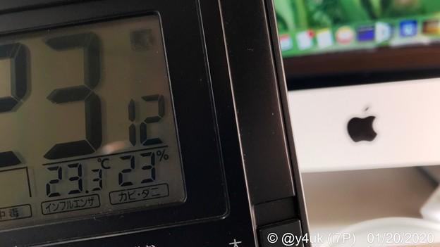 1.20_23分23.3℃23%~1月下旬なのに暖冬気温中でのMacは9年のあいだ気温上昇しても9年も経てど元気に動いてくれる10時間以上、夜は寒い11℃。目肩腰疲労シップ貼りピーク(HDR:i7P)