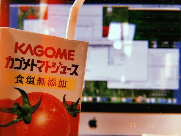 Macで購入ハイレゾ膨大楽曲数NAS,USB他へ管理作業~やはりデスクトップ広い画面は何するにもノートの様に猫背にならず快適とカゴメ野菜生活トマトもリンゴの様に頬を赤らめる23℃(フィルム風:i7P)