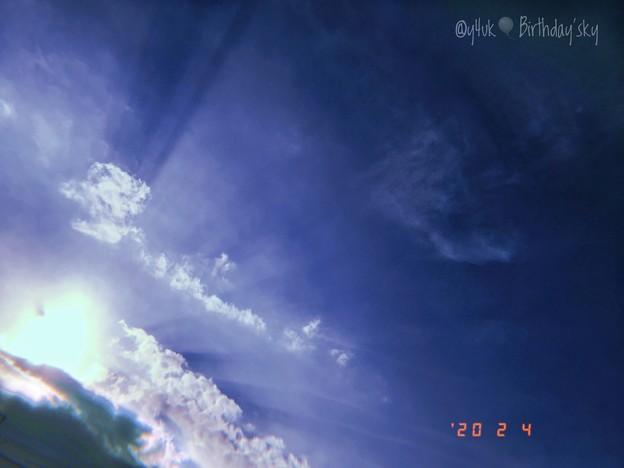 2.4.2020 #Birthday's Sunset Sky~お誕生日の夕陽の空。太陽ビーム光芒が照らしていた、鉄塔が祝ってくれる様な光は眩しくて強くて(フィルム風/アート:iPhone7Plus)