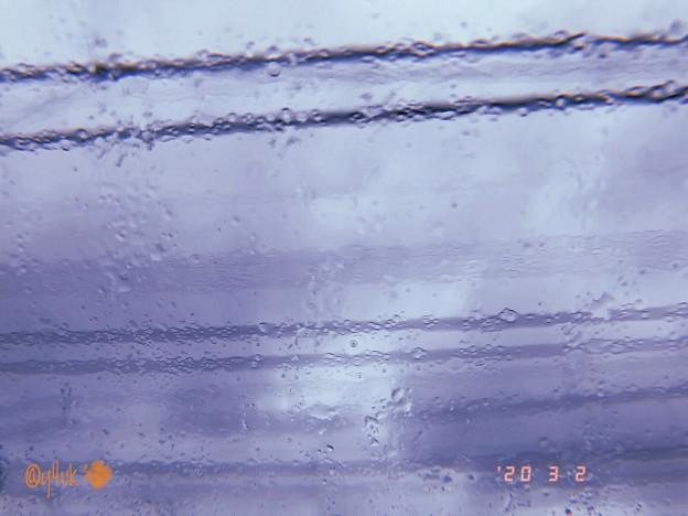 3.2旅先その1.寒い5℃雨で養命酒飲んでGo~雨に濡れ水滴越しの雨空に電線の五線譜はショパンを奏でています出発!1日おき10℃今冬は寒暖差で心身の上コロナ流行で最悪です。最中通院他旅へ…今日しかない
