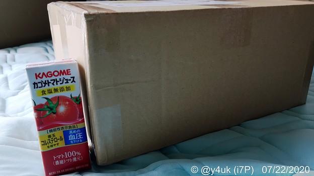 """Photos: 7.22_11:30クロネコさんが大きく重いダンボール!黒猫が入ってる様な大きさに""""DX220MAX""""もぅキター!カゴメ野菜生活トマトジュースと比較。最強DAP世界999内日本200台¥218,900"""