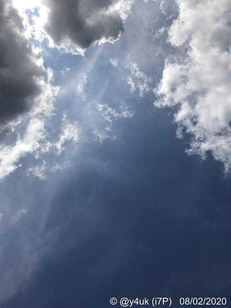 8.2_14:43#夏空#夏雲35℃46%酷暑~半分、青い~スプレーを吹き付け掃除した汗だくで、昨年買って1年も経ったモナ王が賞味期限ないアイスは永遠に愛す。美味しかった愛おしかった会いたかった西方向