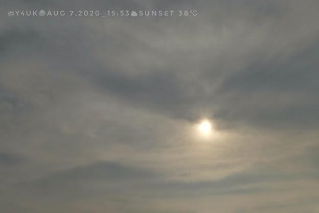 "8.7_15:53 Dangerous hotday Sunset cloud sky~曇っても熱い太陽が覗き込む""白夜""の様…酷暑連日夜の8月数年ない異常気象8月31日酷暑終、7月31日梅雨終と同じ"