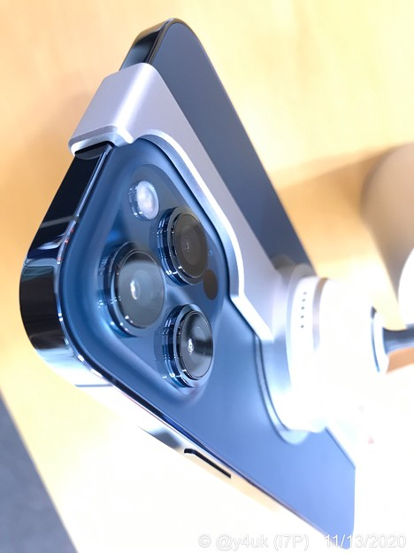 """17:53_11.13日の金曜日Max発売日旅8""""iPhone12ProMax3眼カメラ最高峰ゆえ出っ張りもMAX""""「なぜMaxのカメラユニットはデカくて分厚いのか。違いは広角&望遠に」運命人と出逢い"""