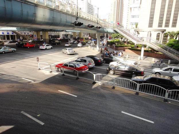 江蘇路と交差点