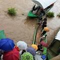 Photos: 大増水の国境の川 (3)
