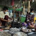 ヤンゴンのローカル市場 (8)