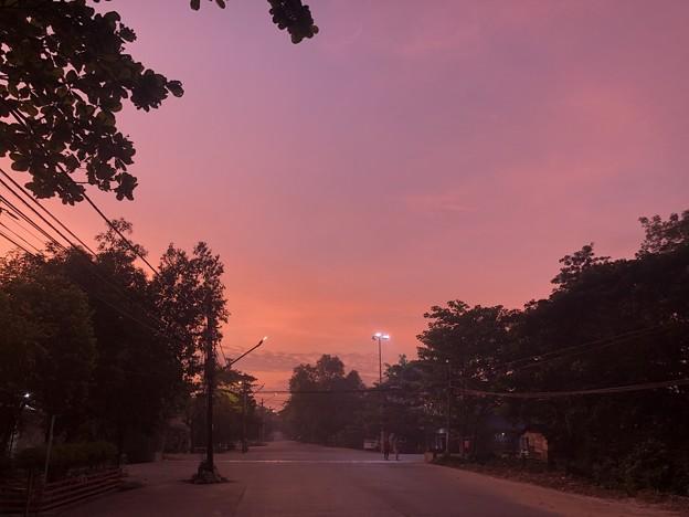 日の出前のヤンゴン (4)
