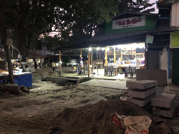 ヤンゴンの片隅の夜明け前 12月12日  (6)