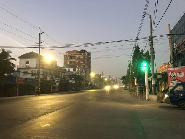ヤンゴンの片隅の夜明け前 12月12日  (5)