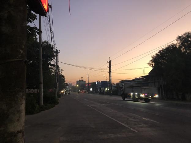 ヤンゴンの片隅の夜明け前 12月12日  (4)
