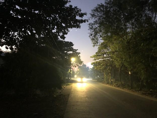 ヤンゴンの片隅の夜明け前 12月12日  (2A)