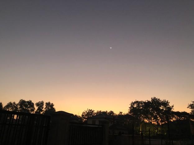 ヤンゴンの片隅の夜明け前 12月12日  (2)