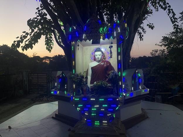 12月13日のヤンゴンの片隅で (3)