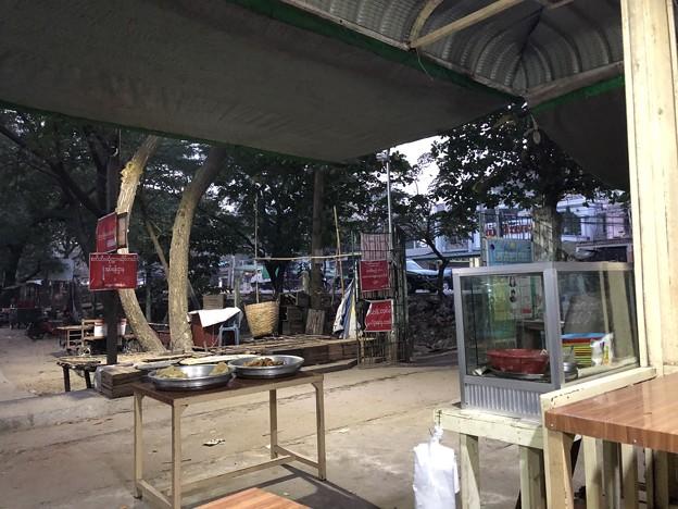 市場の食堂で朝ごはん 12月20日 (2)
