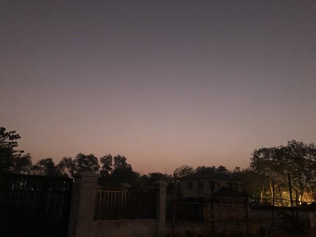 1月25日のヤンゴンの朝 チョイ寒いぞ (2)