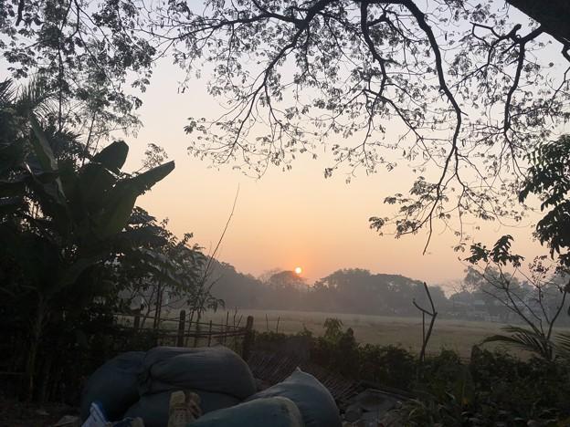 1月25日のヤンゴンの朝 チョイ寒いぞ (22)