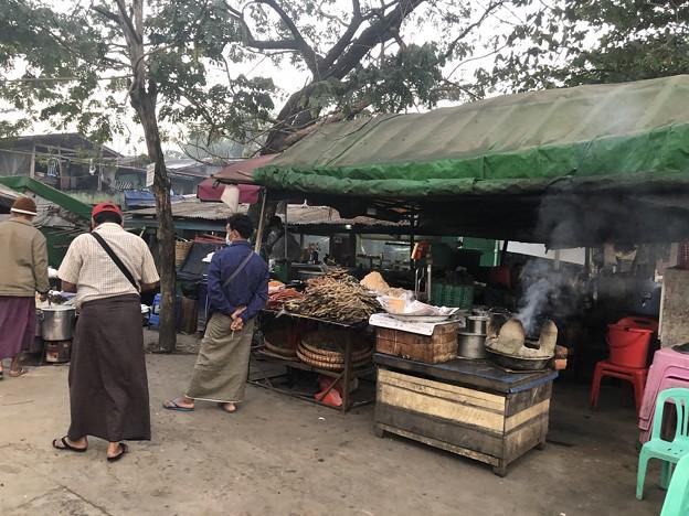 1月25日のヤンゴンの朝 チョイ寒いぞ (13)