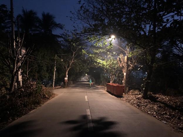 いつもより暗く感じる1月26日のヤンゴンの朝 (1)