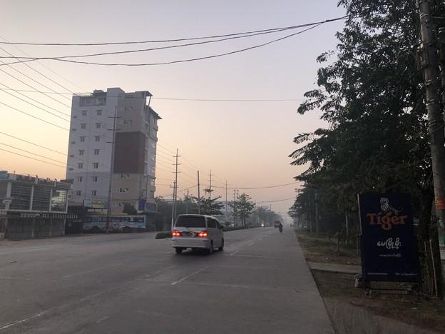 いつもより暗く感じる1月26日のヤンゴンの朝 (8)