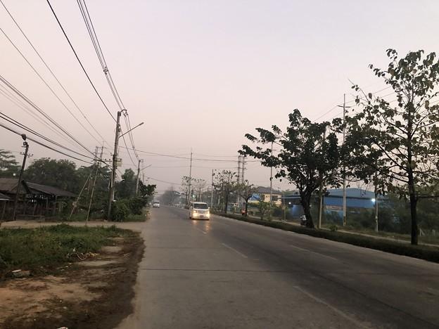 いつもより暗く感じる1月26日のヤンゴンの朝 (7)