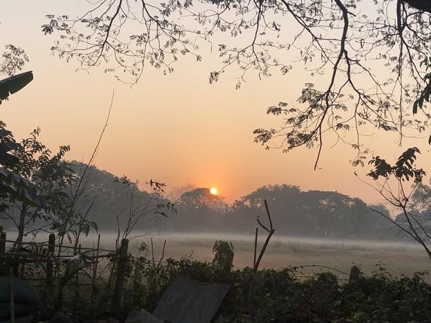 いつもより暗く感じる1月26日のヤンゴンの朝 (18)