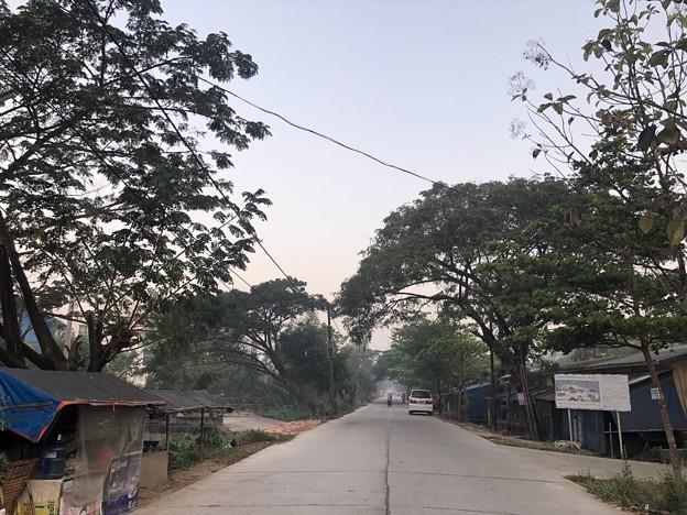 いつもより暗く感じる1月26日のヤンゴンの朝 (15)