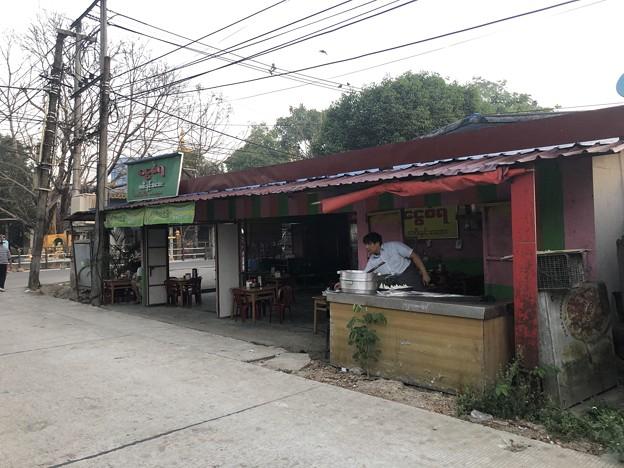いつもより暗く感じる1月26日のヤンゴンの朝 (16)