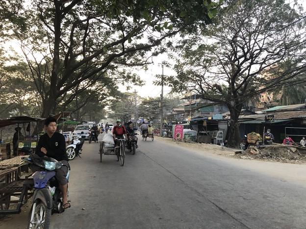 寝坊した朝のヤンゴン1月27日 (8)