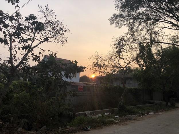 ヤンゴンもやの朝な1月28日 (5)