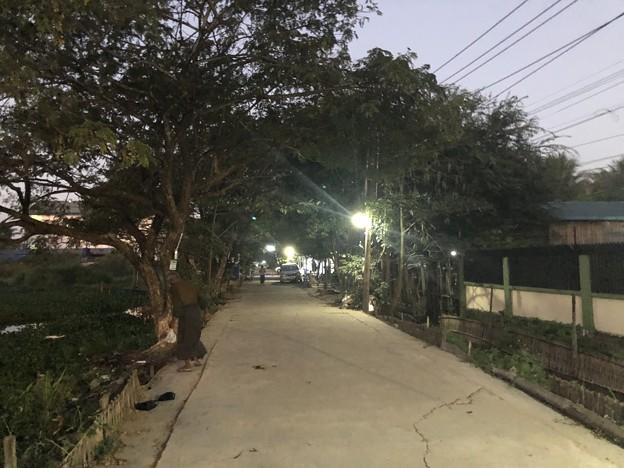 クーデター二日目のヤンゴンの片隅の朝 (4)
