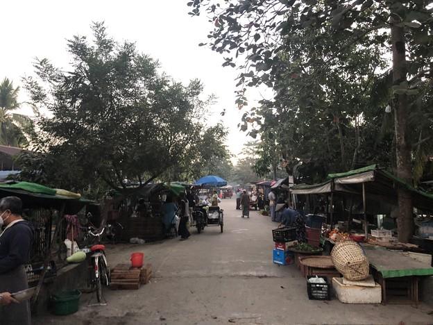 クーデター二日目のヤンゴンの片隅の朝 (13)
