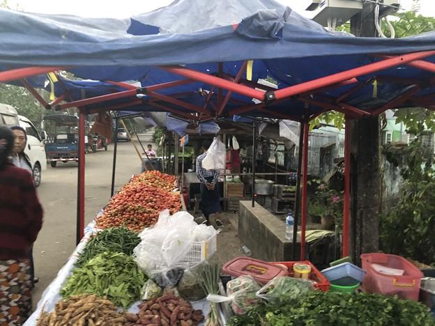 クーデター二日目のヤンゴンの片隅の朝 (10)