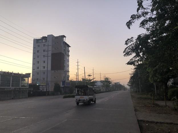 クーデター二日目のヤンゴンの片隅の朝 (7)