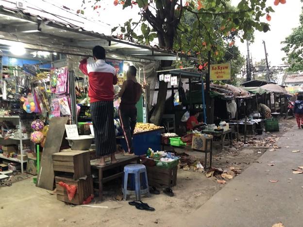 土曜日の朝のヤンゴン2月6日 (7)
