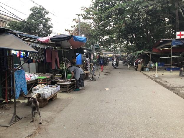 土曜日の朝のヤンゴン2月6日 (6)