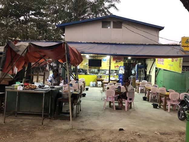 土曜日の朝のヤンゴン2月6日 (4)