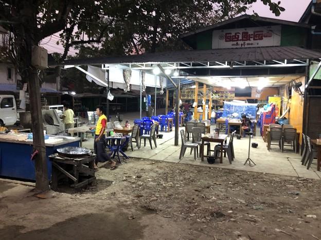 土曜日の朝のヤンゴン2月6日 (2)