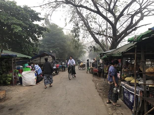 霧深い2月12日のヤンゴンの朝 (11)