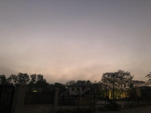 霧深い2月12日のヤンゴンの朝 (2)