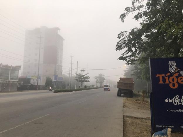 霧深い2月12日のヤンゴンの朝 (10)