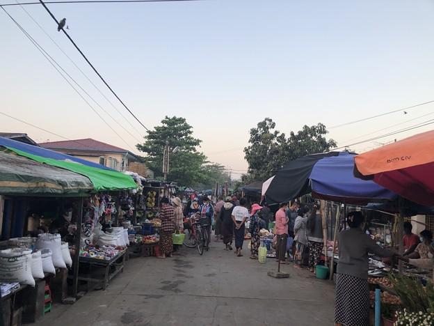 土曜日のヤンゴン2月13日 (1)