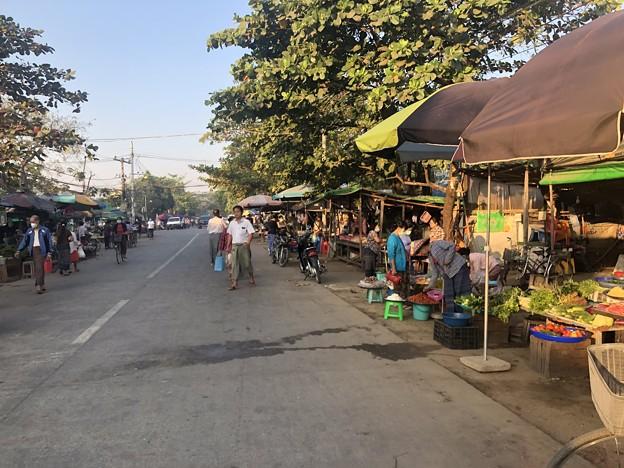 ヤンゴン 日曜日の朝 2月14日 (11)