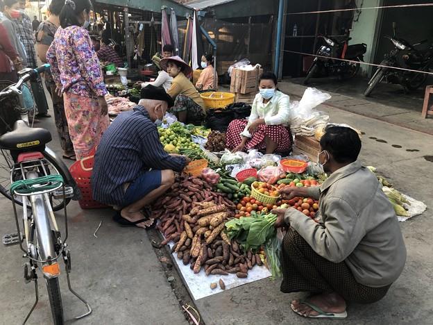 ヤンゴン 日曜日の朝 2月14日 (9)
