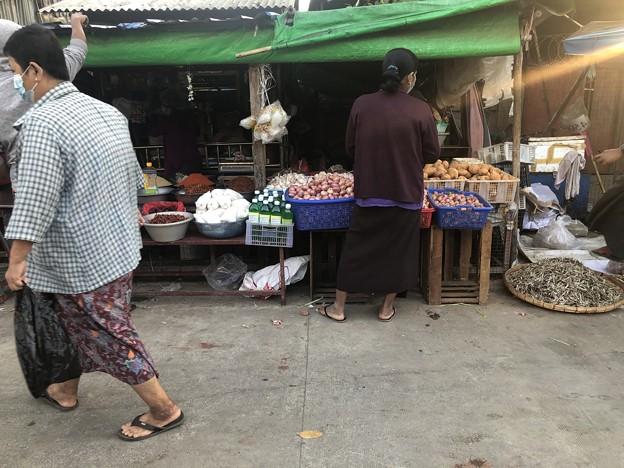 ヤンゴン 日曜日の朝 2月14日 (8)
